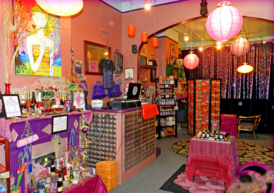 Voodoo_Shop_French_Quarter_Erzulies_Voodoo_Inside.jpg